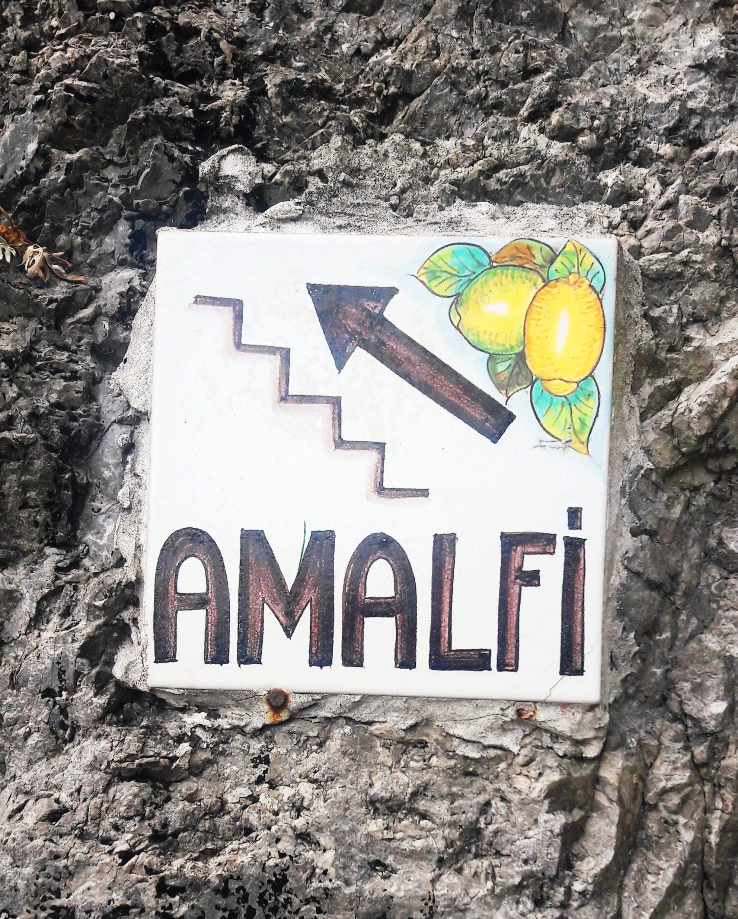 Wybrzeże Amalfi – wyprawa samochodowa. Parking, plaża, knajpka.