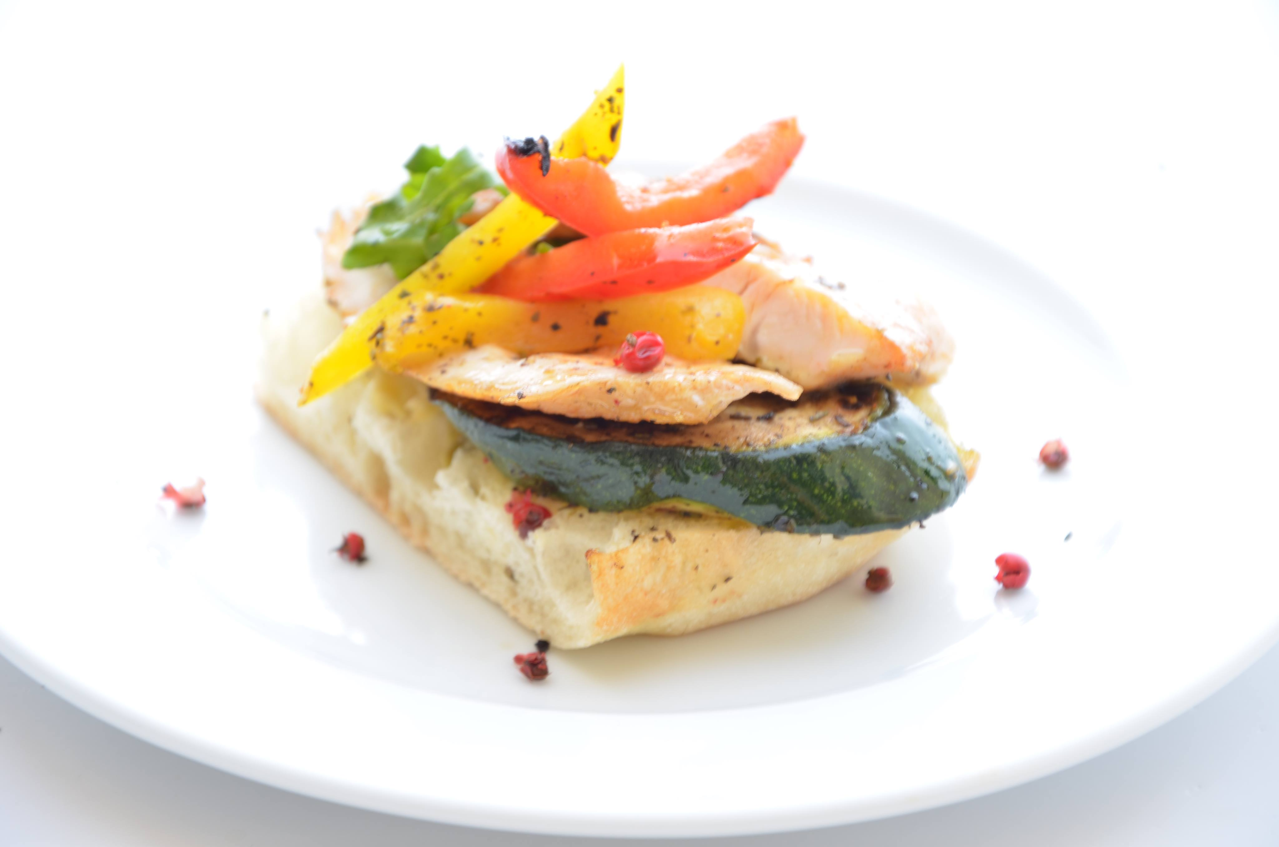 Kanapka z warzywami.