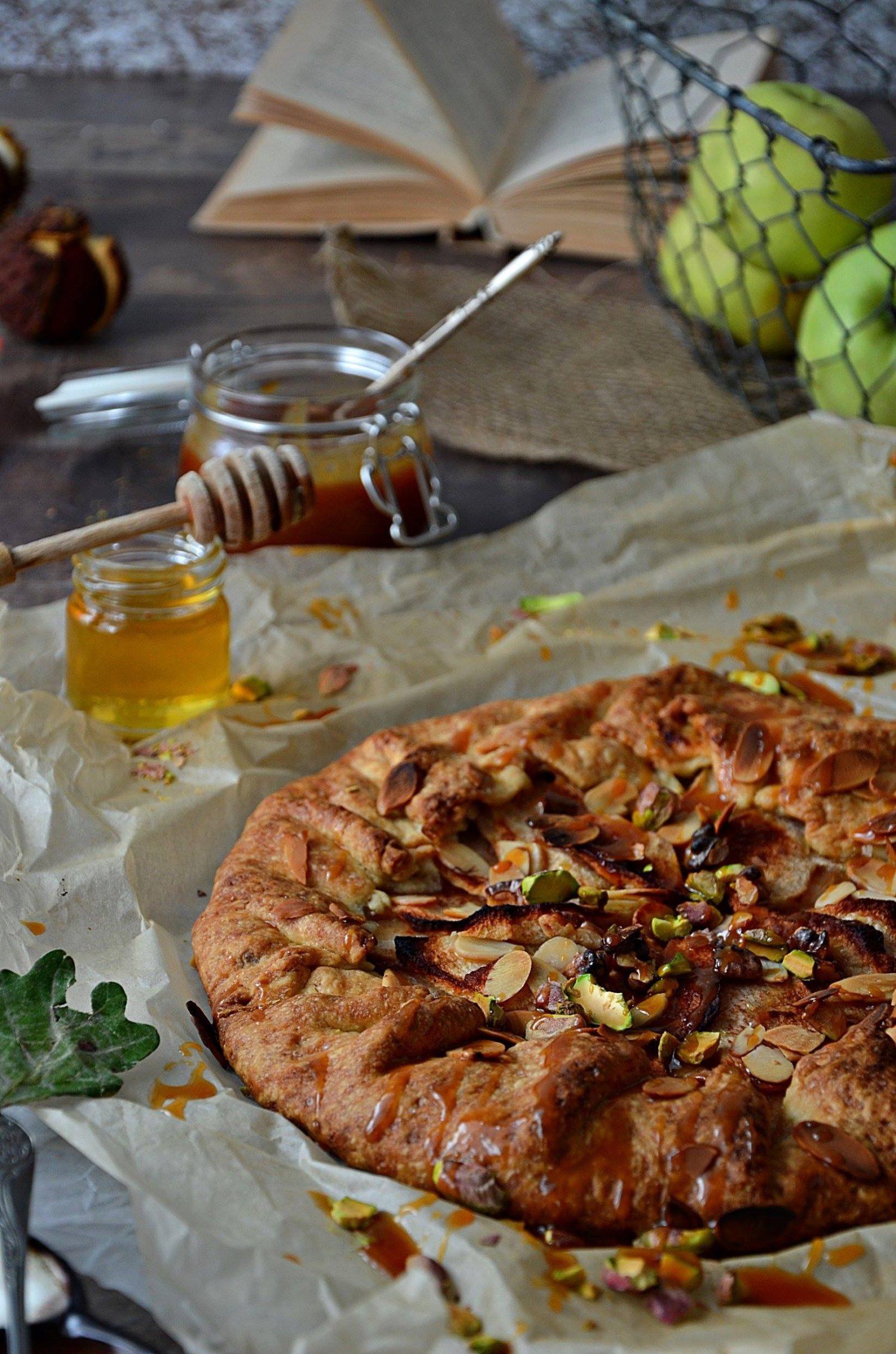 Galette, czyli tarta rustykalna z jabłkami i domowym słonym karmelem